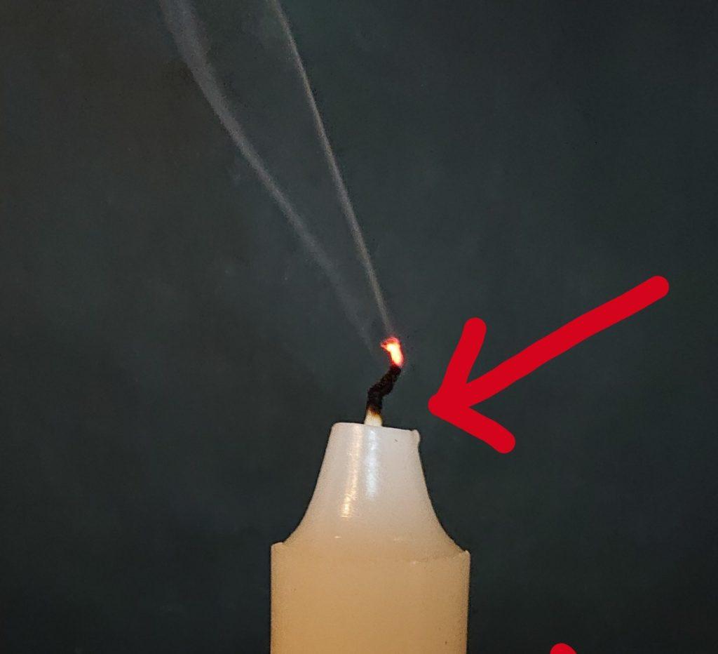 ロウソクの火を消した芯の根本